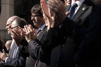 Vés a: Puigdemont consensua amb partits i entitats la resposta a la intervenció total de l'autonomia