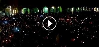 Vés a: VÍDEO Vic canta un espectacular himne de Catalunya a favor de la llibertat de Cuixart i Sànchez