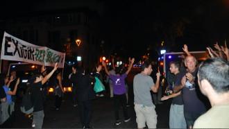Vés a: Desenes de persones es concentren davant la delegació del govern espanyol a Barcelona