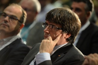 Vés a: Puigdemont garanteix al PDECat que aixecarà la suspensió de la independència si Rajoy no dialoga