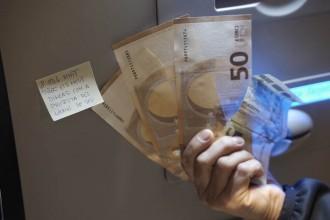 Vés a: L'independentisme pressiona l'Estat amb cues per retirar diners dels bancs