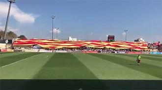 Vés a: La Federació Espanyola expedienta el Reus per desplegar una senyera gegant