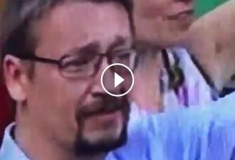Vés a: Les llàgrimes de Xavier Domènech a la manifestació per la llibertat de Cuixart i Sànchez