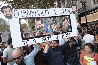 Vés a: «Els volem al carrer i entre nosaltres!»: manifest de suport a la llibertat de Sànchez i Cuixart