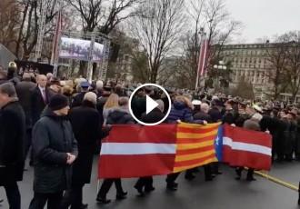 Vés a: VÍDEO Una estelada, a l'acte oficial del Dia de la Independència de Letònia