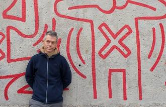 Vés a: Lluís Calvo celebra 30 anys de trajectòria: «La resistència és la raó de ser de la poesia»