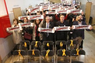 Vés a: Òmnium converteix l'acte per les víctimes del franquisme en un anhel de llibertat pels presos polítics