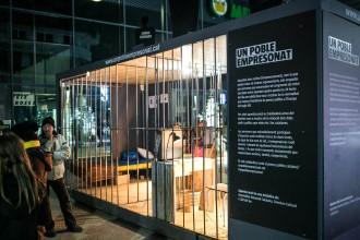 Vés a: Arriba a Olot la presó solidària de Vic que testimonia els presos polítics