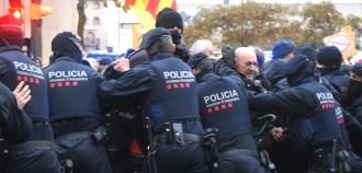 Vés a: VÍDEOS Empentes entre els Mossos i els manifestants al Museu de Lleida
