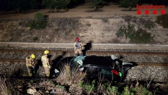 Vés a: Un ferit lleu en caure un cotxe a la via del tren a Vila-seca