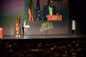 Vés a: VÍDEO L'emotiu homenatge de Josep Rull als familiars dels dirigents empresonats i exiliats