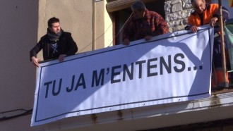Vés a: Un ajuntament català canvia el cartell de suport als presos per un «Tu ja m'entens...»