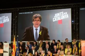 Vés a: Puigdemont s'erigeix com a únic garant del retorn de tot el Govern legítim