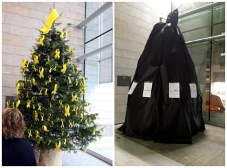 Vés a: Els treballadors de la Generalitat a Girona tapen de negre l'arbre de Nadal per evitar treure'n els llaços grocs