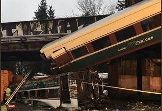 Vés a: Almenys tres morts i més de 70 ferits pel descarrilament d'un tren a prop de Seattle