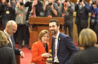 Vés a: L'1x1 del nou Parlament: del somriure (alleujat) de Forcadell a la presència (telefònica) de Puigdemont