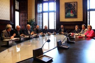 Vés a: La primera reunió de la mesa deixa al marge la fórmula de la investidura