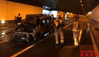 Vés a: Un cotxe s'incendia a dins del túnel del Cadí i obliga a tallar la circulació