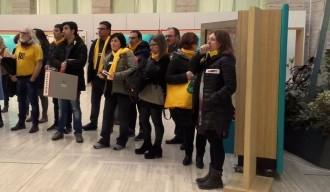 Vés a: Treballadors de la Generalitat protesten contra l'«Estat maltractador» en una exposició de Cervantes