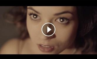 Vés a: Dos actors de «Merlí» protagonitzen el nou videoclip de Búhos