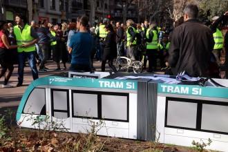 Vés a: Un miler de persones reivindiquen a Barcelona la unió del tramvia per la Diagonal