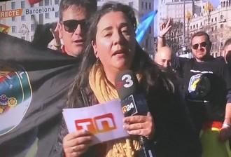 Vés a: Policies de la manifestació a Barcelona increpen una periodista de TV3