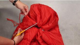 Vés a: Decathlon retira un sac de dormir infantil per perill d'ofegament