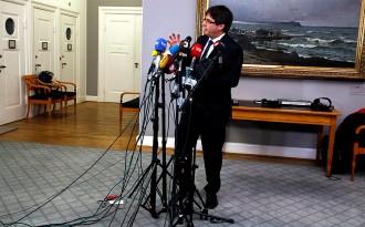 Vés a: Puigdemont alimenta l'expectativa del retorn per a la investidura