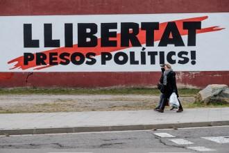 Vés a: Una pancarta en suport als presos provoca una renúncia al govern de Torredembarra
