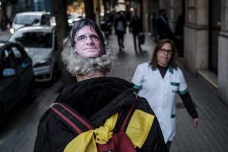 Vés a: La policia espanyola intenta detenir un humorista que s'havia disfressat de Puigdemont