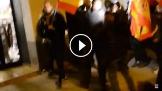 Vés a: VIDEO El moment en què manifestants neofeixistes agredeixen un jove a Balsareny