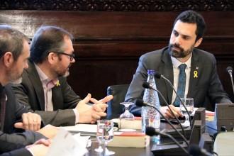 Vés a: La mesa del Parlament ajorna la reforma per investir Puigdemont a distància