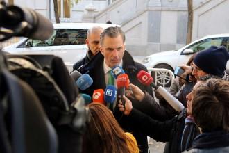 Vés a: Vox demana ja la dimissió de Montoro i obre la porta a citar-lo com a testimoni