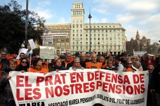 Vés a: Un miler de persones a la plaça de Catalunya en defensa de les pensions públiques