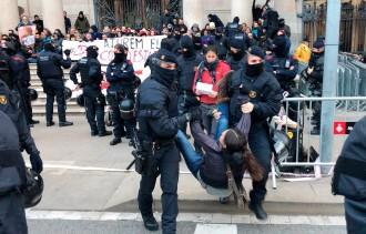Vés a: Indignació als Minyons de Terrassa per la detenció d'un membre de la colla davant del TSJC