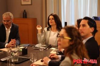 Vés a: VÍDEO Les «hostesses» de Cs expliquen com comportar-se al Parlament, al «Polònia»