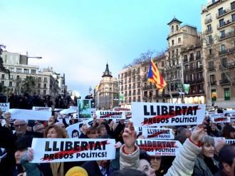 Vés a: L'independentisme omple les places per reclamar l'alliberament dels presos