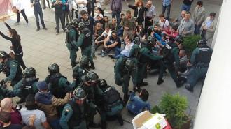 Vés a: Fonollosa bateja com a 1 d'Octubre la plaça on va patir la càrrega de la Guàrdia Civil