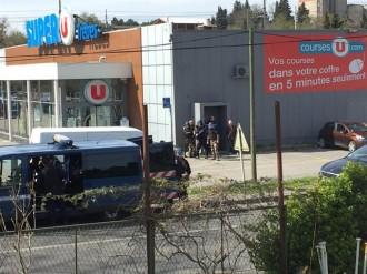 Vés a: Un home armat que diu ser d'Estat Islàmic reté ostatges en un supermercat de Carcassona