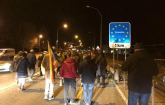 Vés a: Tallen la frontera a Puigcerdà en protesta pels empresonaments