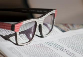 Vés a: Unes ulleres de paper fetes a Terrassa revolucionen el mercat