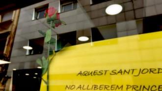 Vés a: Una botiga de Sabadell escriu un emotiu missatge de Sant Jordi dedicat als presos