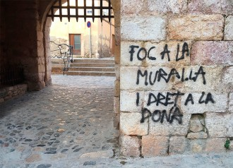 Vés a: Apareixen pintades al nucli històric de Montblanc