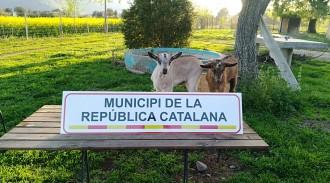 Vés a: FOTOS La Garrotxa s'omple de rètols de Municipis per la República