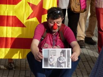 Vés a: VÍDEO Els CDR es posen el nas de pallasso a les fiscalies de Catalunya