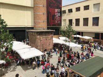 Vés a: Centenars de persones celebren el Sant Jordi Musical a l'Antiga Fàbrica d'Estrella Damm