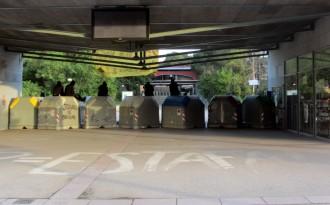 Vés a: Estudiants de la UAB tallen accessos al campus per evitar l'activitat lectiva