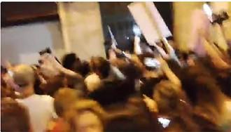 Vés a: VÍDEOS El ministre Catalá ha de fugir escopetejat i escortat sota crits de «dimissió»
