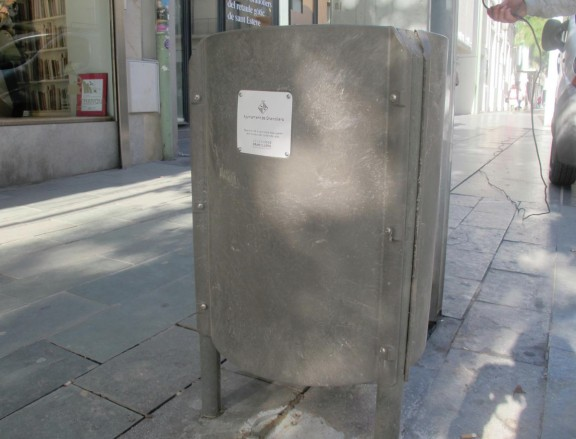 Vés a: Granollers incorpora papereres 100% reciclables al mobiliari urbà