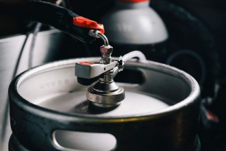 Vés a: Damm genera energia renovable a partir de la cervesa que retira dels bars i restaurants
